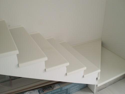 3ecf4caaf673 Biele schody - drevené schody